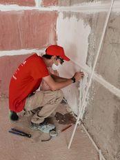 Realizando trabajados de albañilería que mejoran las habilidades y destrezas del alumnado/trabajador del certificado de Albañilería.